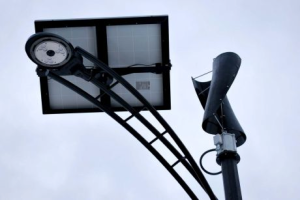 Downers Grove hybrid streetlight using wind and solar energy (source: Chicago Tribune)